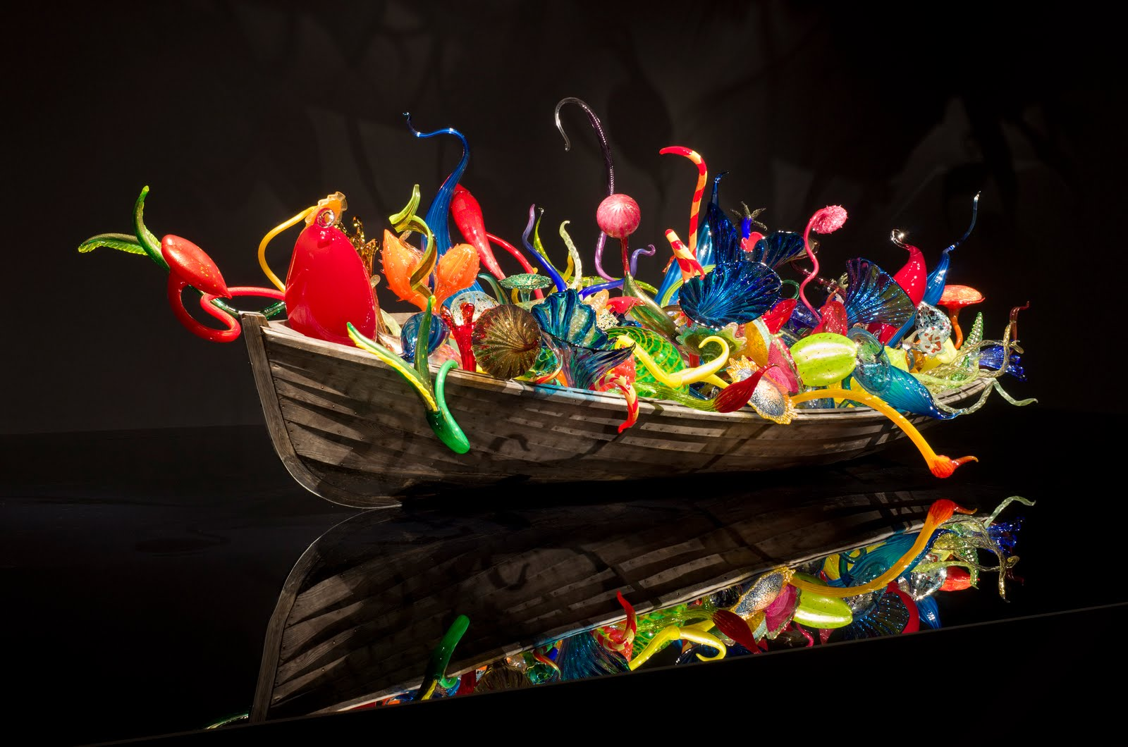 dale chihuly Enhance your visit with a chihuly walking tour take a docent guided tour around downtown tacoma, seeing several public installations from tacoma native dale chihuly.